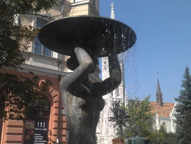 Steve Alvarez captura objeto em Budapeste, Hungria, usando o LG Optimus 3D. (Foto: Reprodução)