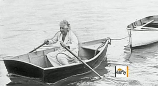 Einstein de pijama em um lago (Foto: Reprodução)