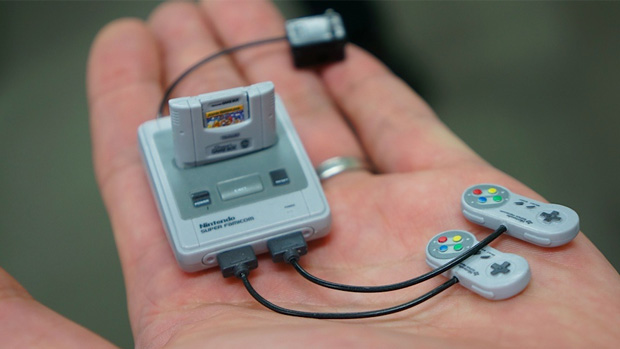 Menor Super Nintendo do mundo pode ser encontrado no Japão (Foto: Kotaku)