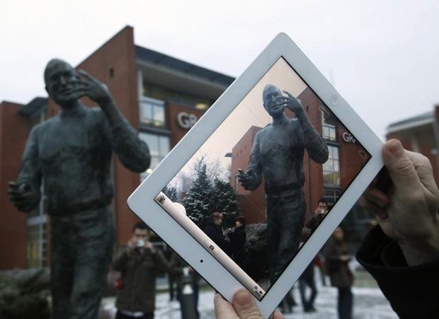 Estátua de Steve Jobs na Hungria (Foto: Reprodução/Digital Trends)