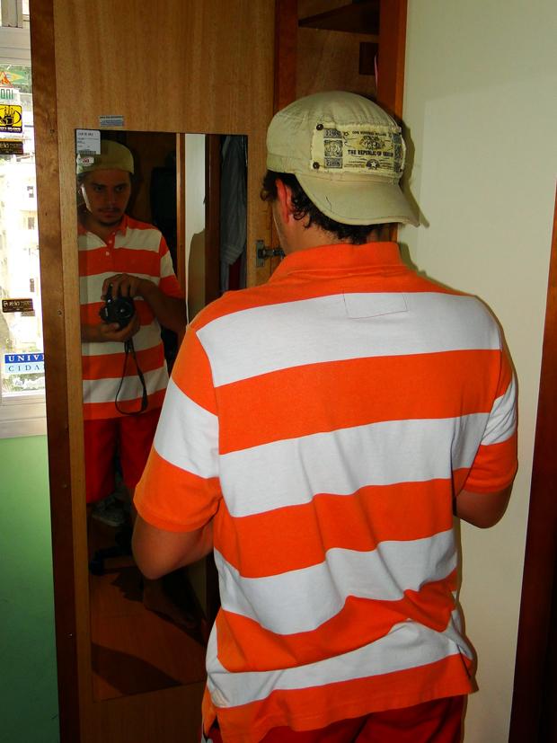 Apesar de a luz entrar só do lado esquerdo, a porta branca pode ser um rebatedor (Foto: Foto: /Ricardo Conrado)