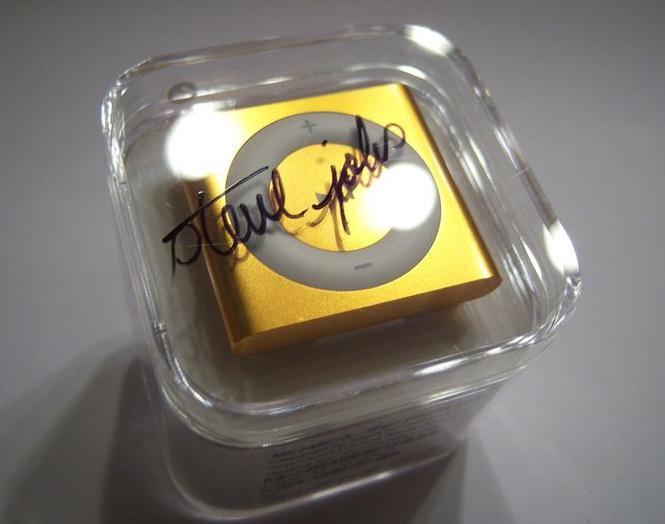 Autógrafo do fundador da Apple vale 10 mil dólares (Foto: eBay)