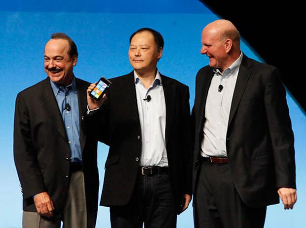 Ralph de la Vega, da AT&T; Peter Chou, da HTC; e Stephen Elop, da Nokia. (Foto: Divulgação)