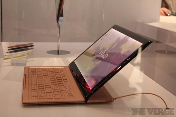 Protótipo da Sony conta com teclado slider e Windows 8 (Foto: Reprodução/The Verge)