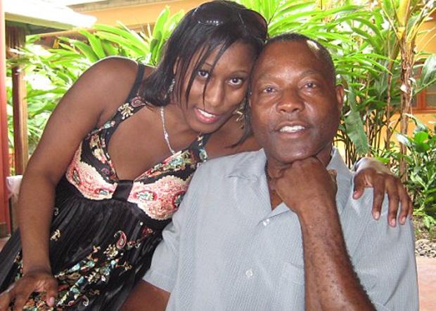 Zoe Bennett e o pai que foi assassinado dentro de casa na Jamaica (Foto: Divulgação)