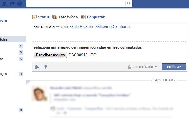 Compartlihando fotos no Facebook (Foto: Reprodução/Helito Bijora)