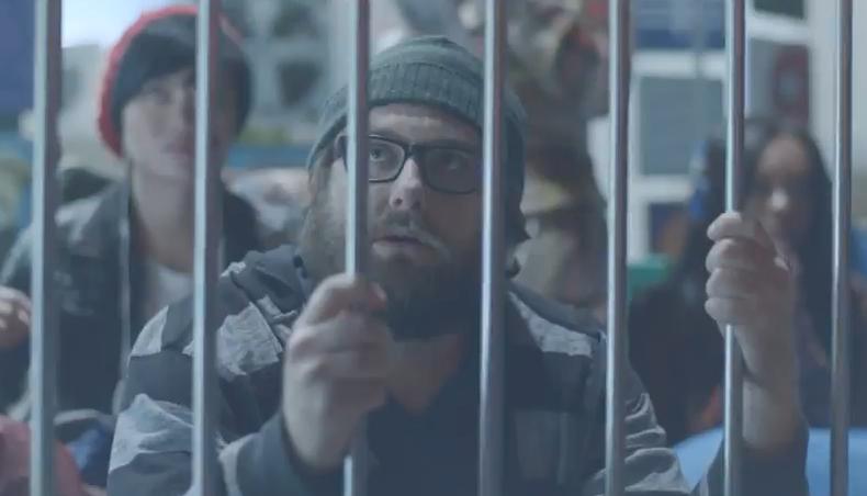 """Novo comercial da Samsung """"cutucando"""" o concorrente iPhone  (Foto: Reprodução/YouTube)"""
