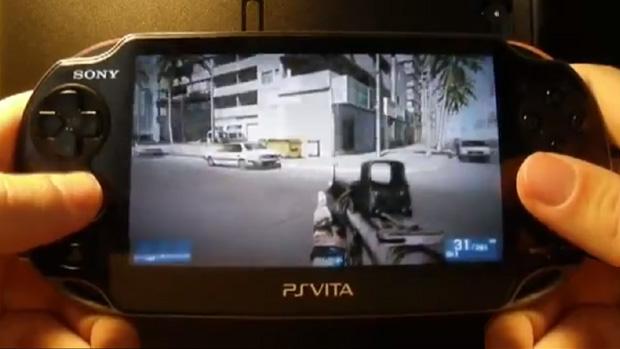 Jogador roda Battlefield 3 e Batman: Arkham Asylum no PS Vita (Foto: Divulgação)