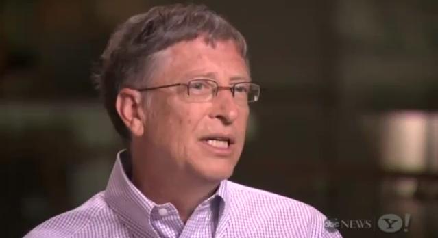 Bill Gates fala entrevista sobre a morte de Steve Jobs para o jornal britânico The Telegraph (Foto: Reprodução/YouTube)