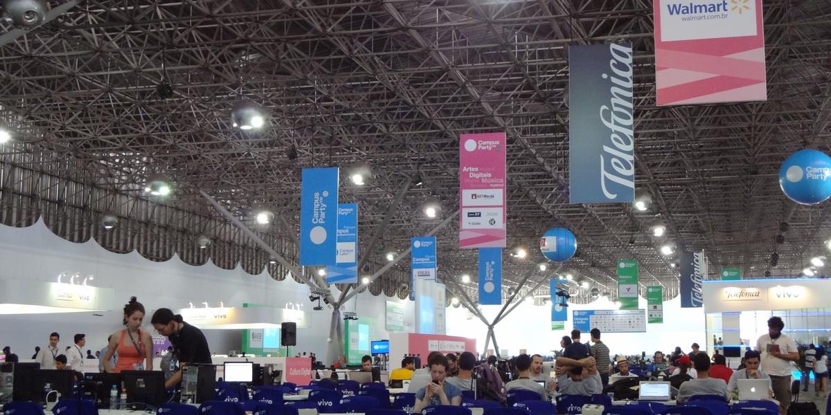 Primeiras horas da Campus Party 2012 estão com pouco movimento (Foto:  Paulo Higa/TechTudo)