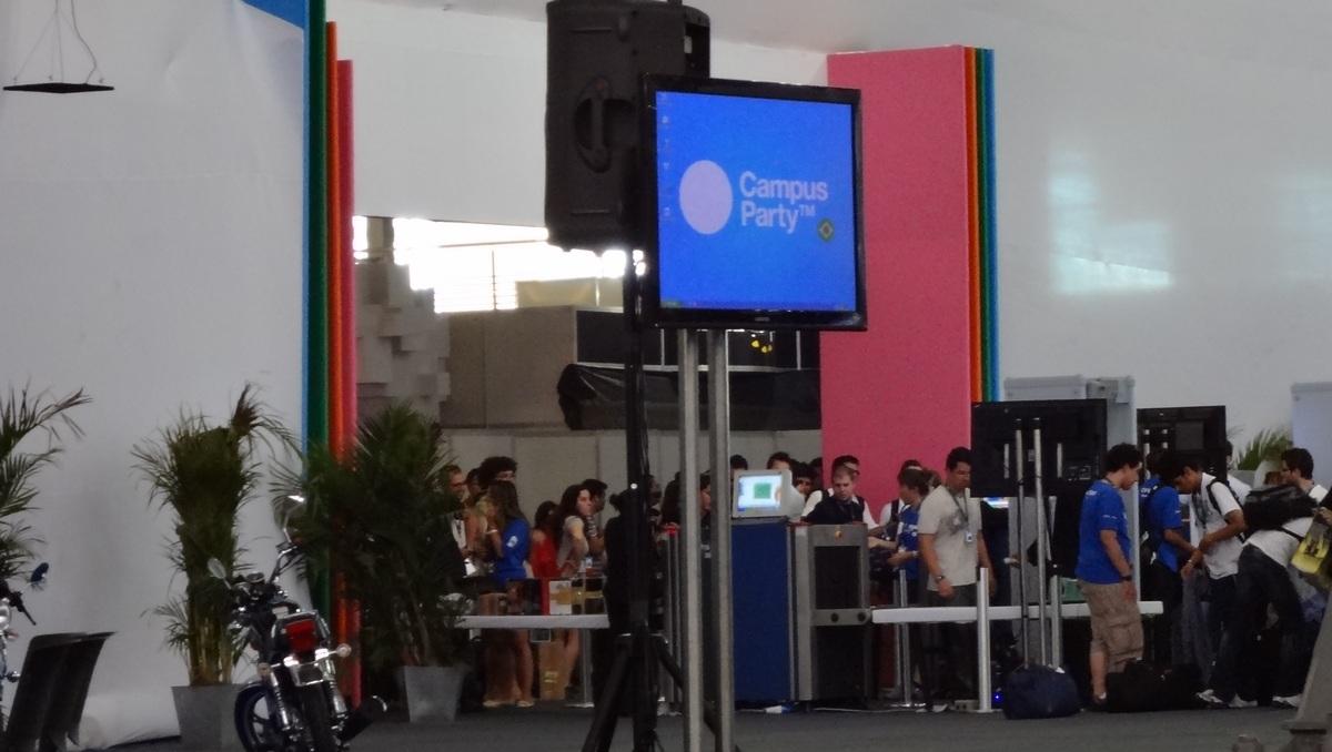 Primeiros campuseiros entram na Arena da Campus Party (Foto: Paulo Higa/TechTudo)