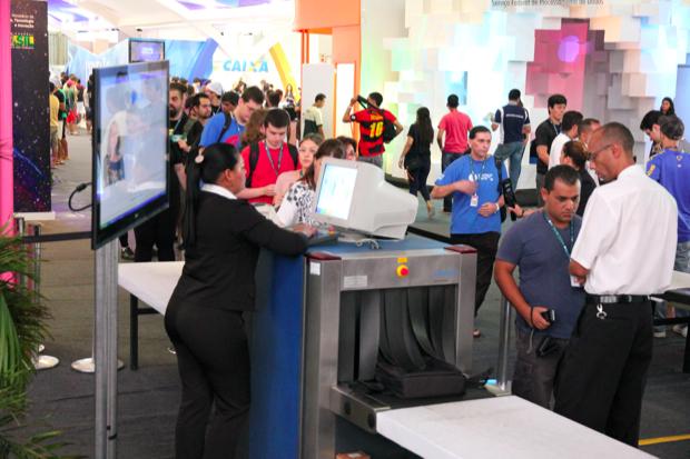 Momento do registro de aparelhos na Campus Party (Foto: Allan Melo/TechTudo)