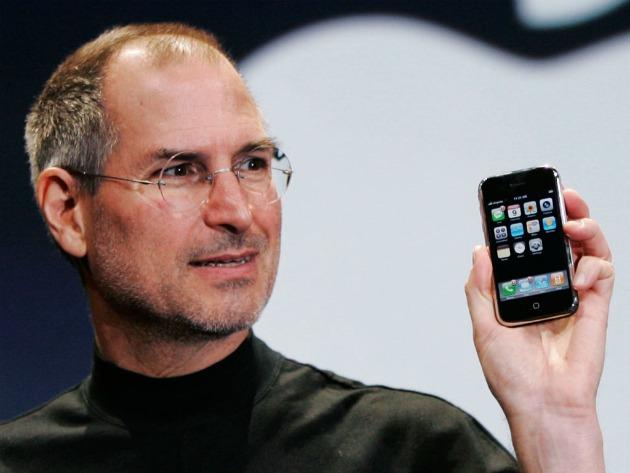 Steve Jobs é o pai do iPhone - lançado em 2007 na América do Norte (Foto: Reprodução)