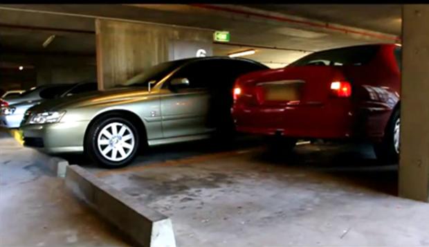 No hack, o Kinect é instalado no para-choque do carro (Foto: Reprodução/Emerson Alecrim)