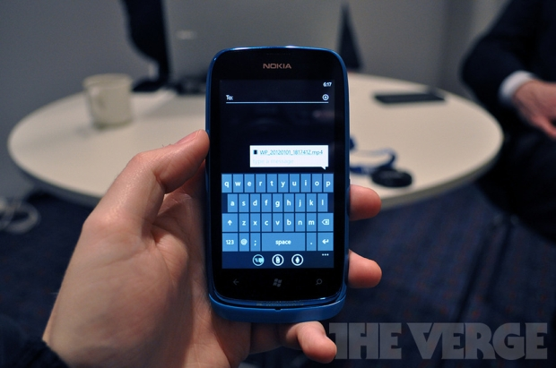 Windows Phone 7.5 Tango: feito para smartphones com 256 MB de RAM (Foto: The Verge)