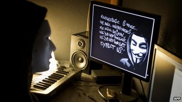 Interpol prende 25 suspeitos de pertencerem ao grupo Anonymous (Foto: AFP)