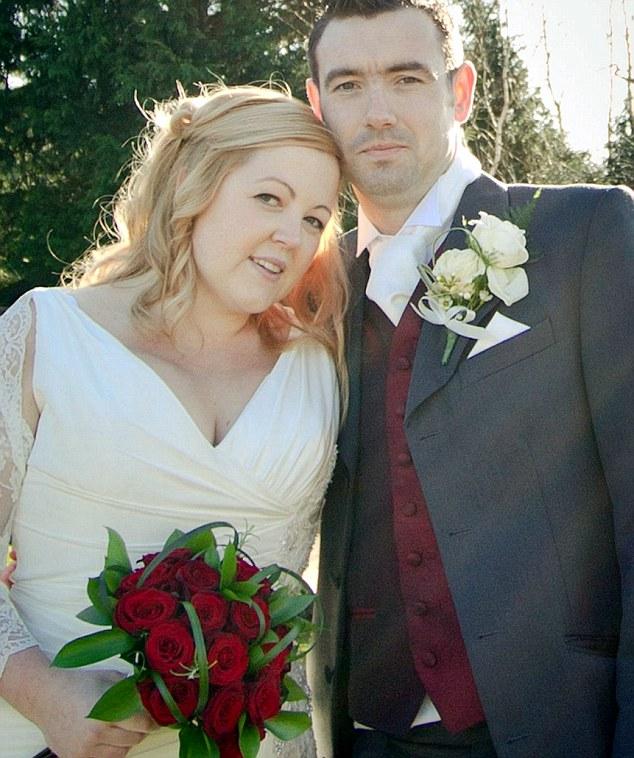 Casal Lauren Lane and Daniel Welch apelam para o Twitter para conseguirem casar (Foto: Reprodução/MailOnline)
