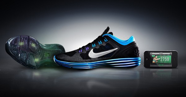 Tênis da Nike com sensores que sincronizam informações com o app Nike+ (Foto: Reprodução)