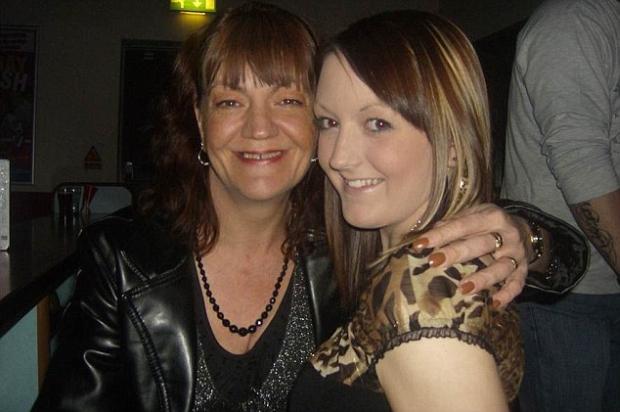 Louise e Becky Palmer: mãe é banida do perfil da falecida filha no ...