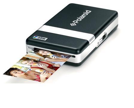 A câmera digital Polaroid PoGo imprime imagens com a tecnologia Zink (Foto: Reprodução/Monique Mansur)