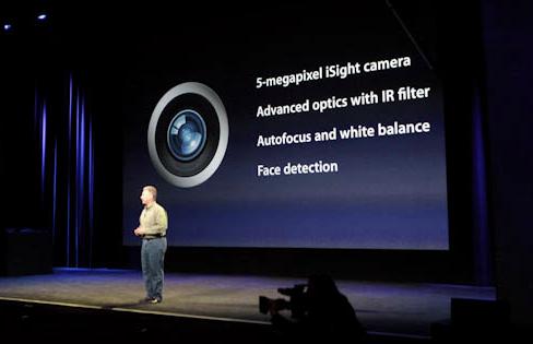 O Novo iPad foi apresentado pelo vice-presidente de marketing da companhia, Phil Schiller (Foto: Reprodução/CNet)