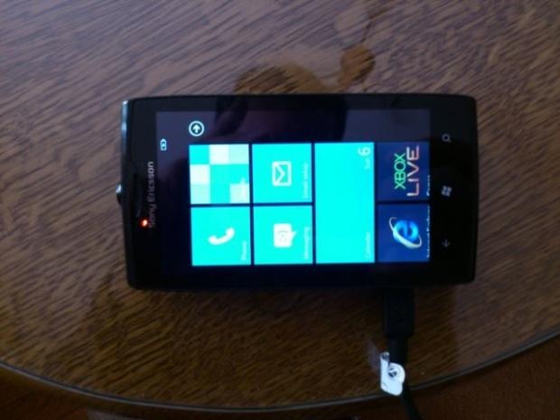 """Sony Ericsson """"Julie"""" é publicado no eBay (Foto: Reprodução/eBay)"""
