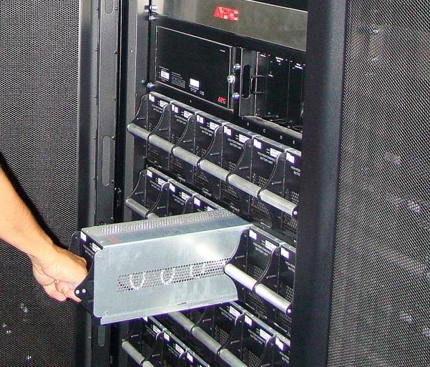Nobreaks são usados em equipamentos hospitalares, servidores e, até em minas (Foto: Reprodução/Info) (Foto: Nobreaks são usados em equipamentos hospitalares, servidores e, até em minas (Foto: Reprodução/Info))