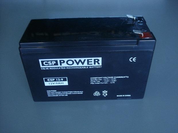 Uma das vantagens dos nobreaks em relação aos filtros de linha e estabilizadores é a presença de uma bateria (Foto: Reprodução)