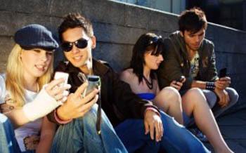 Hábito de enviar e receber SMS continua em alta, revela pesquisa (Foto: Reprodução)