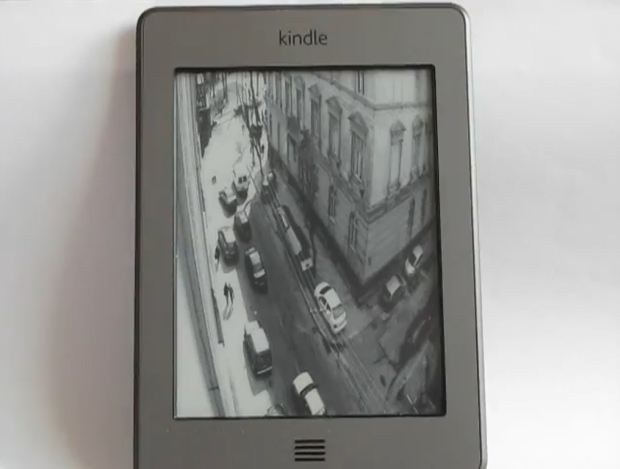 Kindle Touch reproduzindo streaming por rede (Foto: Reprodução/YouTube)