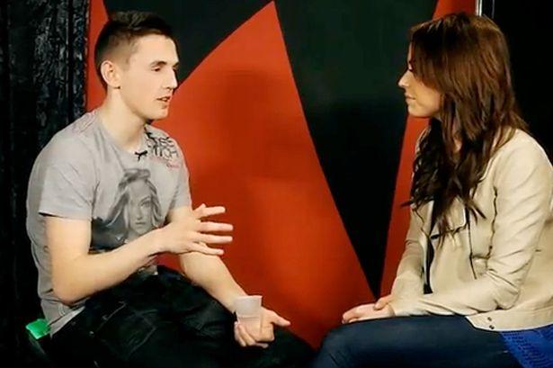 """Tom Cassell em entrevista sobe seu canal """"The Syndicate Project """" no YouTube (Foto: Reprodução)"""