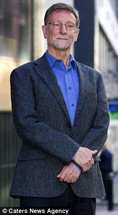 Dr David Drew acabou demitido por mensagens cristãs enviadas (Foto: Reprodução/Daily Mail) (Foto: Dr David Drew acabou demitido por mensagens cristãs enviadas (Foto: Reprodução/Daily Mail))