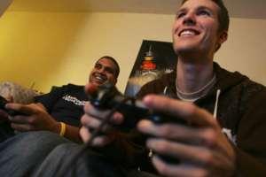 Estudo mede o tempo que os jovens passam na frente de TVs e Videogames (Foto: Divulgação)