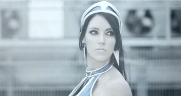 Kitana em ação no vídeo (Foto: Reprodução)
