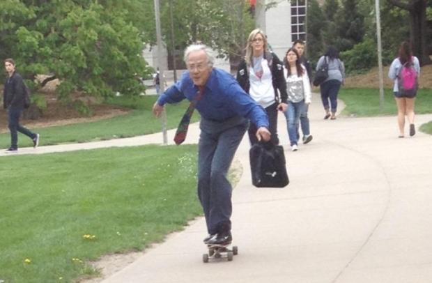 Tom Winter, professor de 68 anos de idade, em ação no skate (Foto: Reprodução/Reddit)