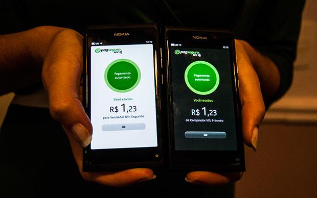 PagSeguro NFC: Novo sistema permite pagamento com celulares Nokia (Foto: Victor Vasques)