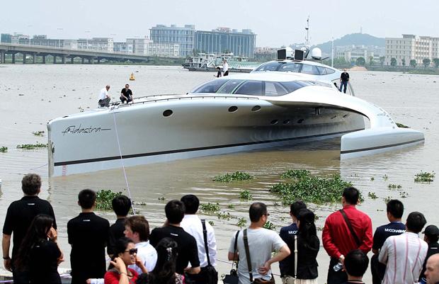 Adastra é um barco milionário e que pode ser controlado até por iPad (Foto: Divulgação)