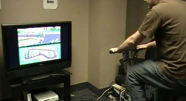 Bicicleta ergométrica é ligada ao controle de um SNES para jogar Mario Kart (Foto: Game Informer)