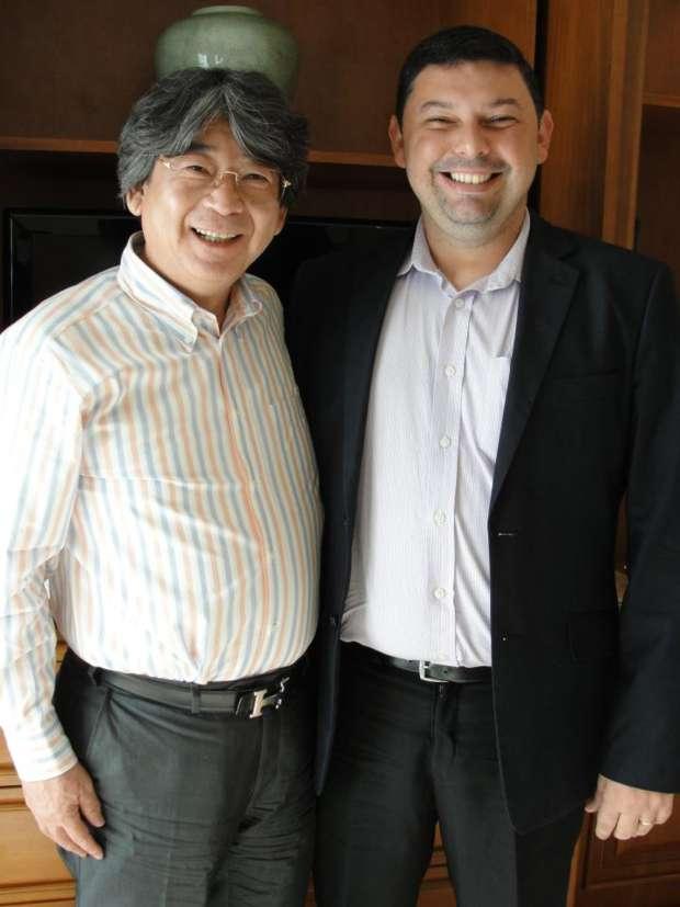 À esq: Yasuhiro Fukushima, presidente da Square Enix e Moacyr Alves Jr. (Foto: Arquivo pessoal)