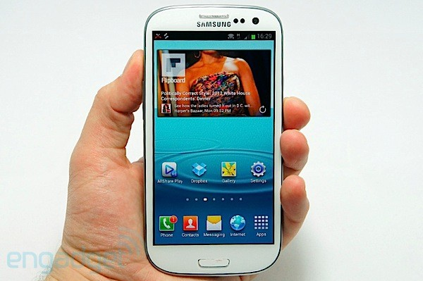 Samsung Galaxy S III (Foto: Reprodução/Engadget)