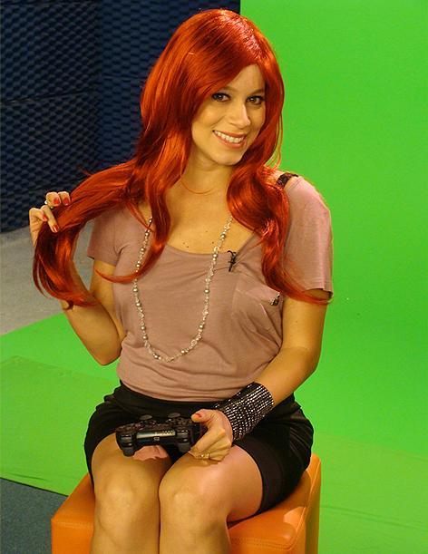 Bianca Jhordão com a peruca da personagem Viper de Street Fighter (Foto: Divulgação)