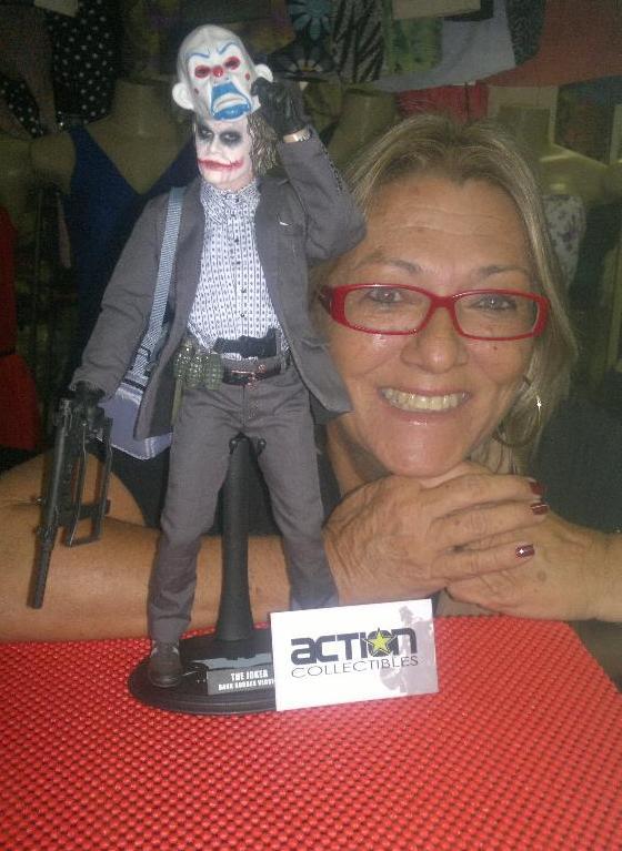 Cacilda Maria, de 60 anos, gosta de jogos mais pesados e coleciona miniaturas (Foto: Divulgação)