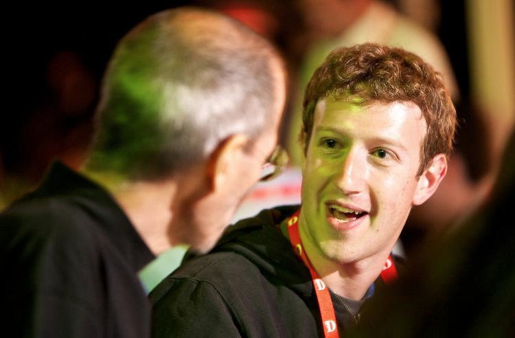 Zuckerberg conversa com Steve Jobs (Foto: Zuckerberg conversa com Steve Jobs)