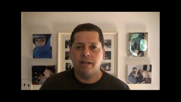 Stuart Chaifetz, que busca justiça na web contra os maus tratos recebidos pelo filho (Foto: Reprodução/YouTube)