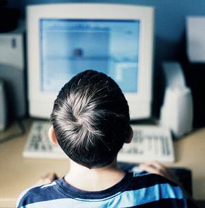 Pais buscam proteger seus filhos de pornografia na internet, mas Google defende internet sem censura (Foto: DailyMail)