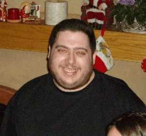 Russel Shirley, de 32 anos, teve um ataque cardíaco após jogar Diablo 3 durante 72 horas. (Foto: BuildStarted.com) (Foto: Russel Shirley, de 32 anos, teve um ataque cardíaco após jogar Diablo 3 durante 72 horas. (Foto: BuildStarted.com))