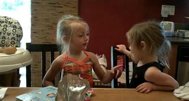 Meninas tentam falar palavra em inglês (Foto: Reprodução)