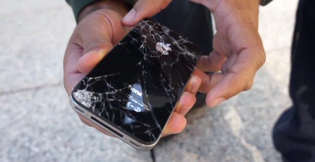 iPhone 4S quebrado em teste de durabilidade (Foto: Reprodução)