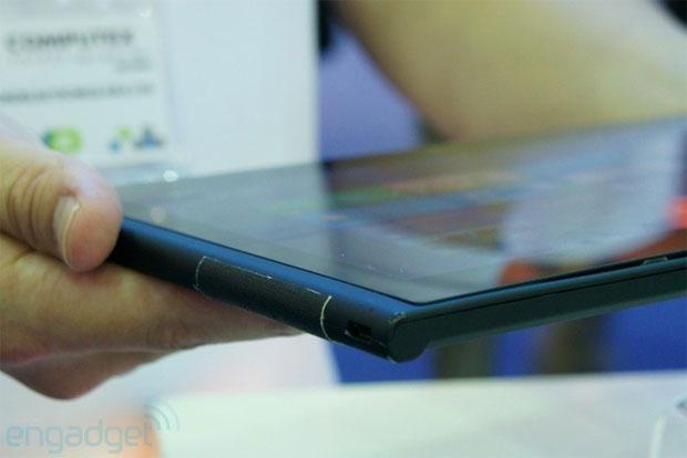 Detalhes no acabamento indicam que trata-se de uma versão prévia do tablet (Foto: Reprodução)