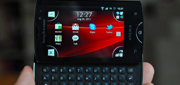 Sony Ericsson Xperia Mini Pro, com Android 4.0 (Foto: Reprodução)